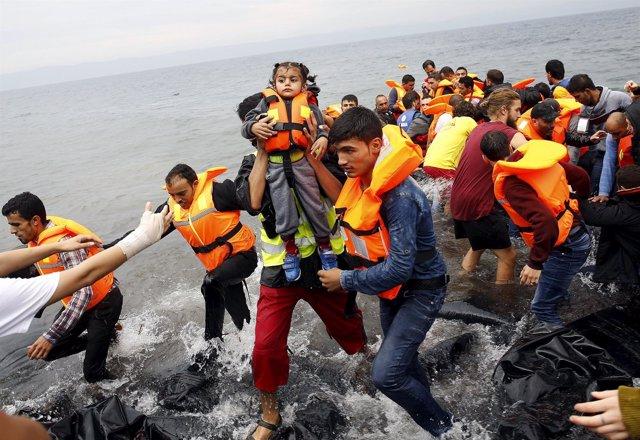 Refugiados desembarcan en Lesbos