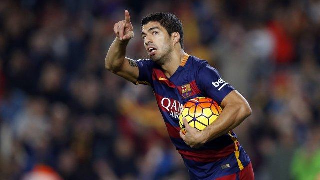 Luis Suárez marca con el Barcelona