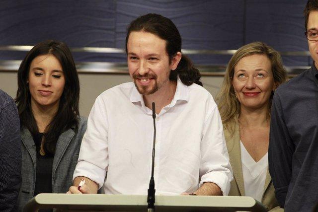 Pablo Iglesias e Irene Montero en rueda de prensa en el Congreso