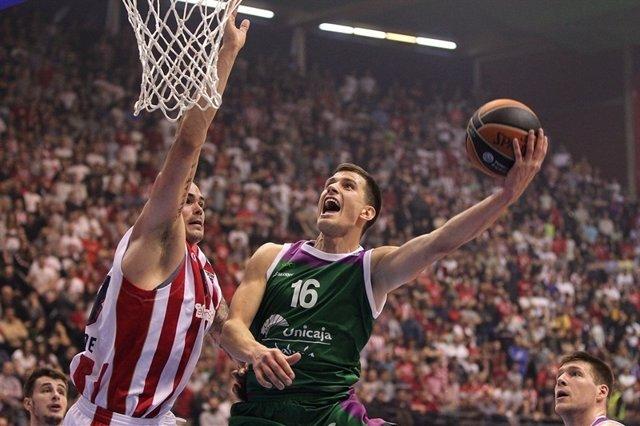 Nemanja Nedovic lanza a canasta en Euroliga ante Estrella Roja