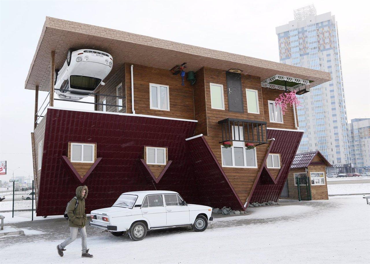 Edificio construido cabeza abajo en la ciudad de Krasnoyarsk, en Siberia (Rusia)