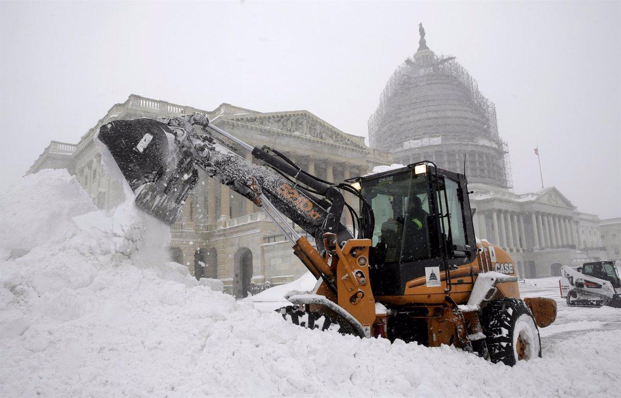 Diez estados de EE UU se declaran en emergencia por una gran tormenta de nieve