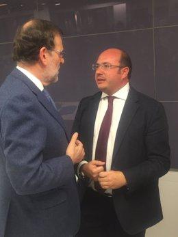 Pedro Antonio Sánchez conversa con Mariano Rajoy