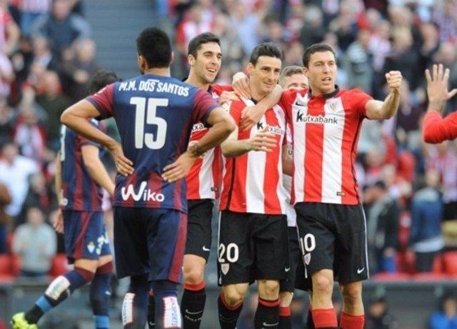 Aritz Aduriz Óscar de Marcos Athletic Mauro dos Santos Eibar