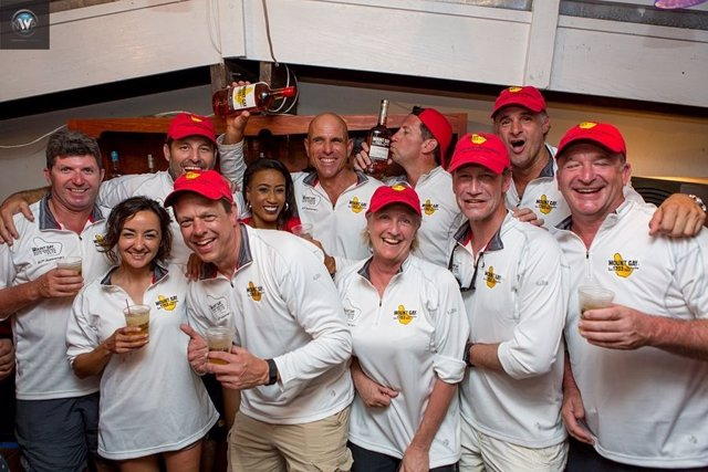 Ocean Phoenix Mount Gay Rum de Barbados vela
