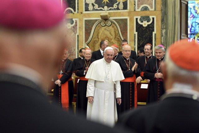 Papa Francisco con la curia romana