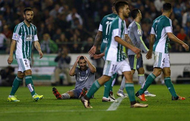 Adán frustra al Madrid en el Villamarín