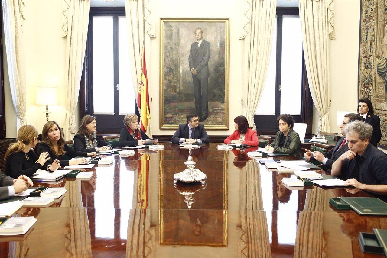 Patxi López preside la primera reunión de la mesa del Congreso