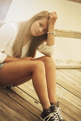 Joven, adolescente cansada