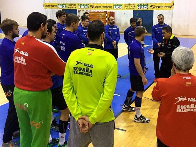 Manolo Cadenas selección española balonmano entrenamiento Europeo Polonia