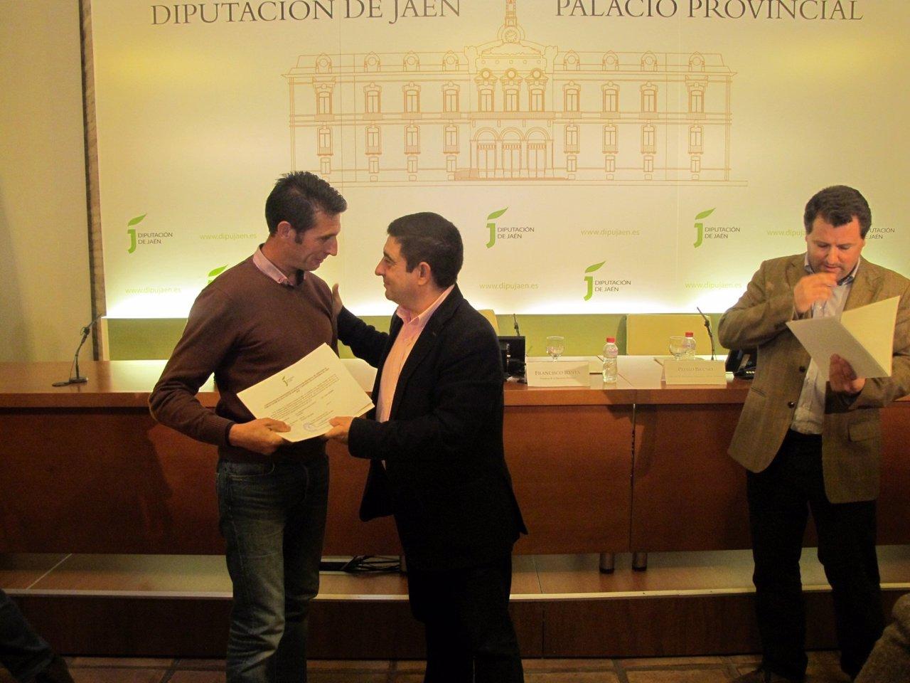Reyes concede ayudas a ganaderos jiennenses