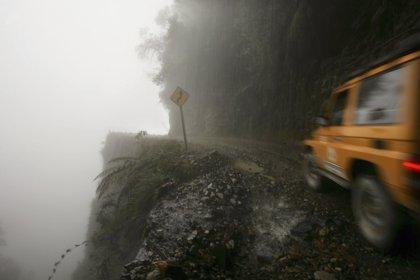 Mueren 9 peruanos en un accidente de autobús en los Yungas (Bolivia)