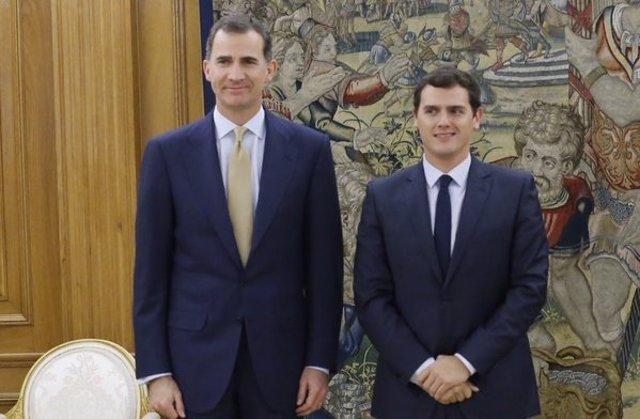 El Rey Felipe VI y el presidente de Ciudadanos, Albert Rivera