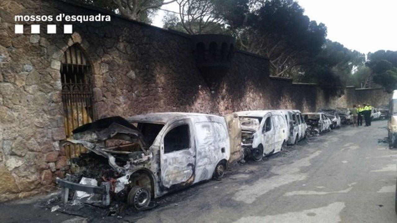 40 Coches Aparecen Quemados En Las Inmediaciones Del Park Güell