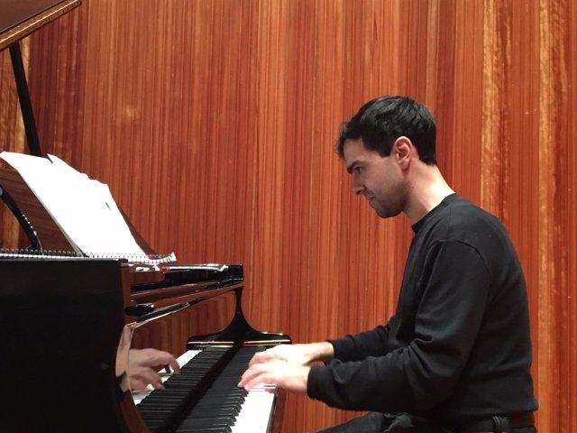 José Menor, ensayando en el Auditorio de Lleida