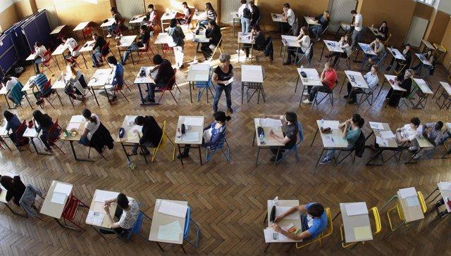 Estudiantes durante una prueba de acceso a la universidad