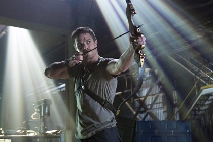 Stephen Amell será un viejo Arrow en Legends of Tomorrow