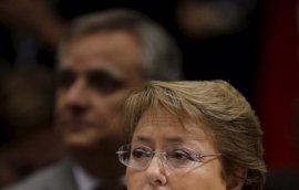 """Bachelet, """"afectada profundamente"""" por la implicación de su hijo y su nuera en un caso de corrupción"""