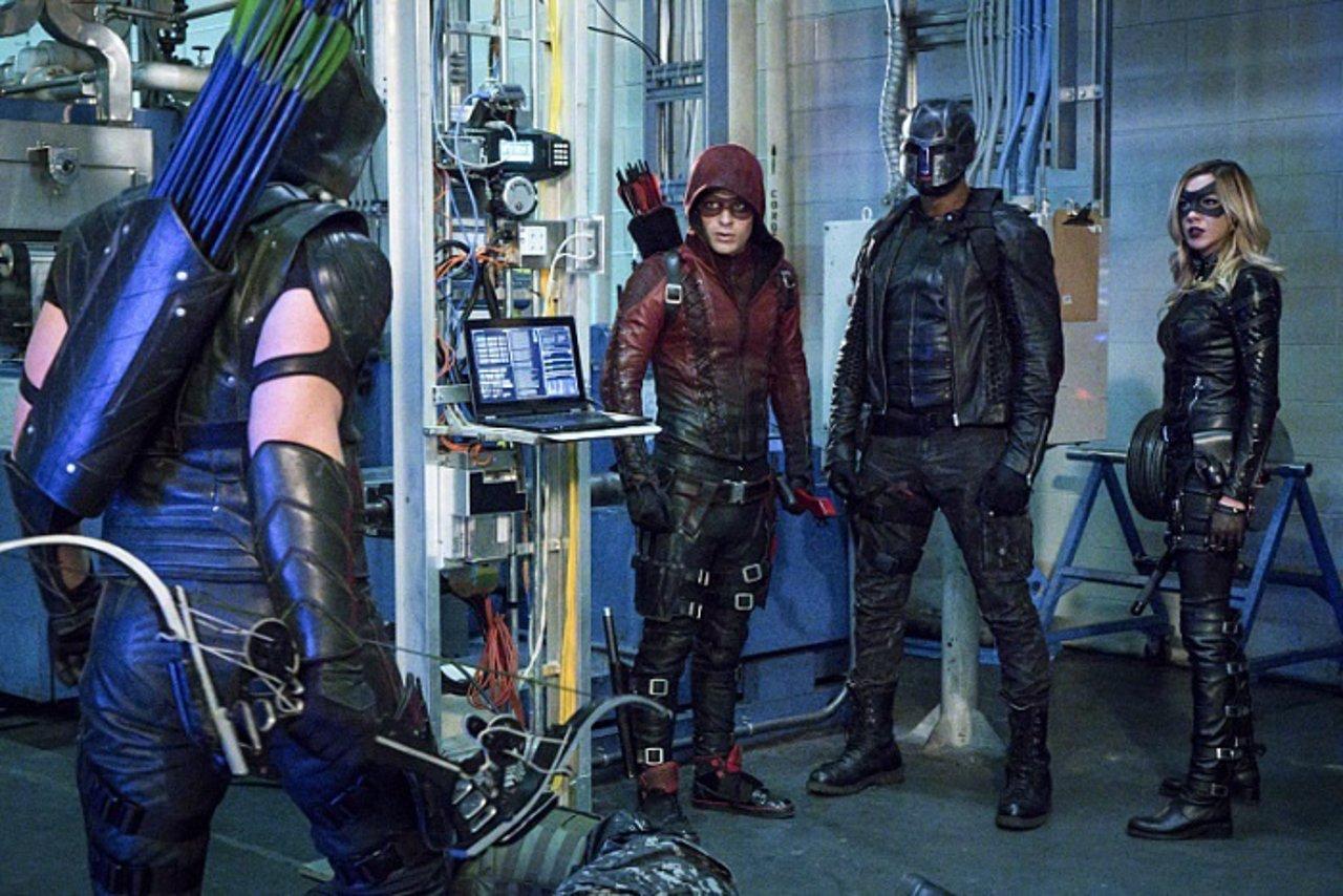 Roy Harper vestido como Arsenal en Arrow