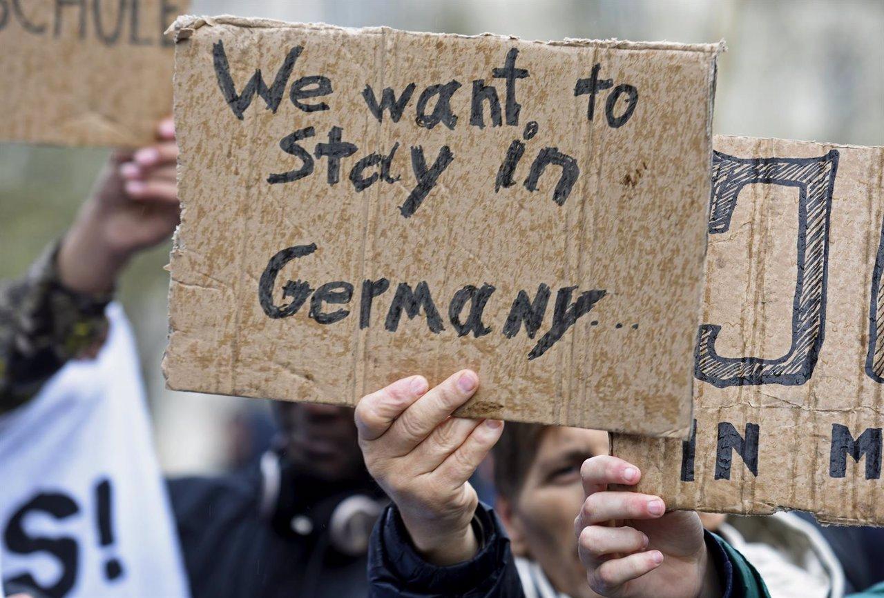 Refugiados en una manifestación para quedarse en Alemania