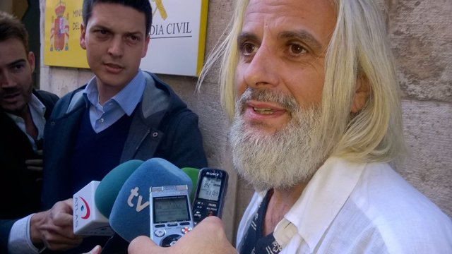 Benavent a su llegada al cuartel de Patraix a declarar en la 'Operación Taula'
