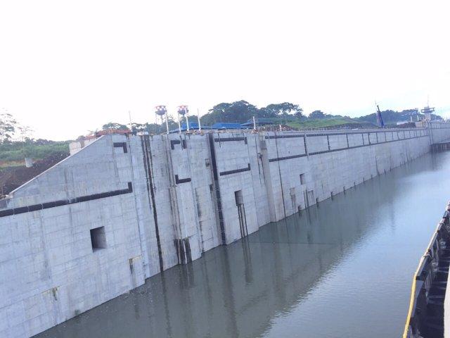 Llenado de las esclusas del Canal de Panamá