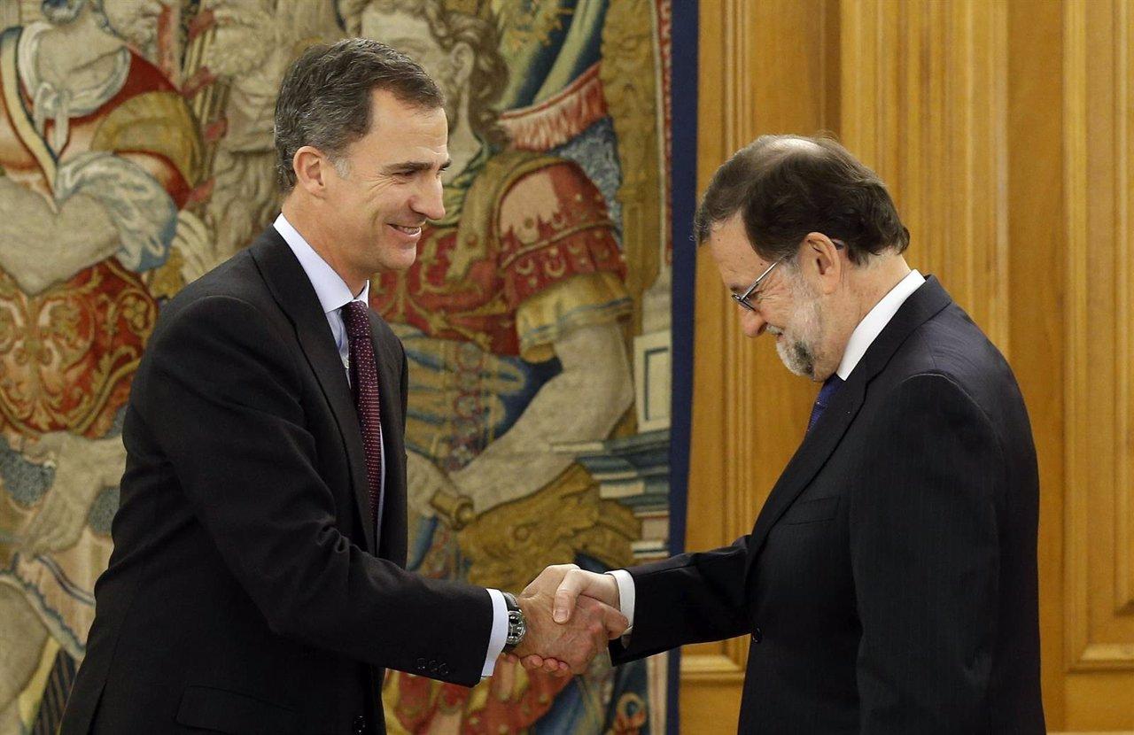 El rey Felipe VI recibe en audiencia en el Palacio de la Zarzuela a Rajoy