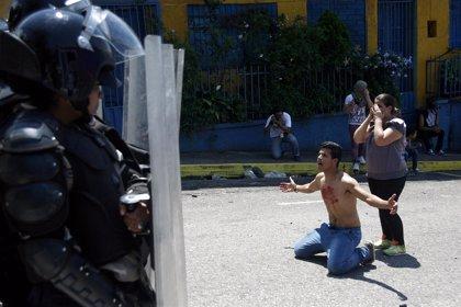 La tasa de homicidios en Venezuela cae en 2015, pero se mantiene entre los más violentos