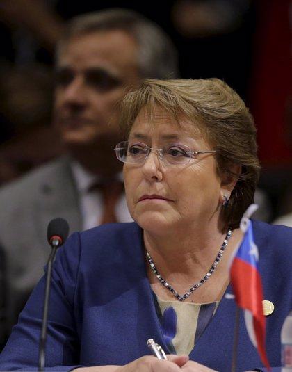 La popularidad de Bachelet experimenta una tímida subida