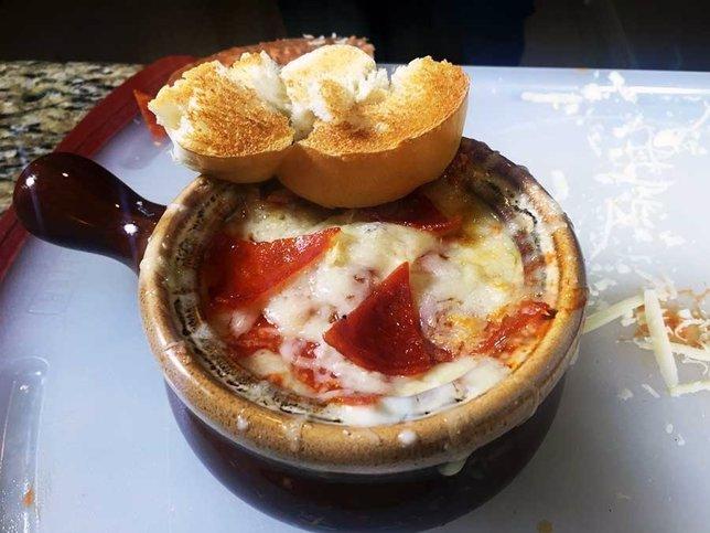 Pizza soup o sopa de pizza