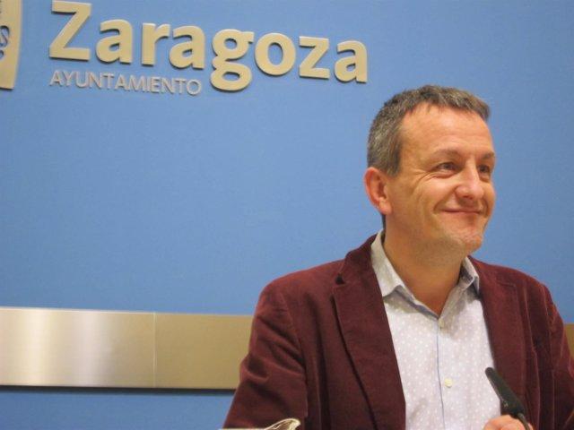 Fernando Rivarés, en rueda de prensa este lunes en el Ayuntamiento