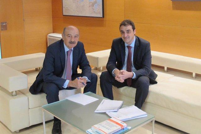 Mazón se reúne con el alcalde de Alfoz de Lloredo