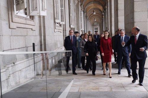 La Reina Letizia visita las obras del Palacio Real