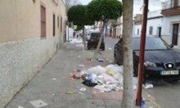 Basura acumulada en Los Palacios.