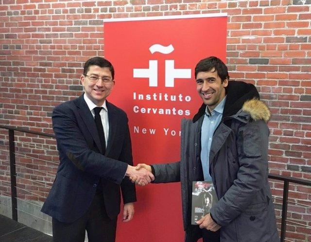 Raúl González visita el Instituto Cervantes de Nueva York