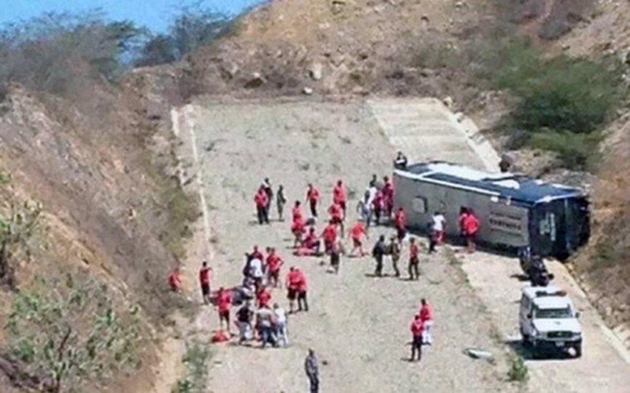 Bus de Huracán vuelca en Venezuela