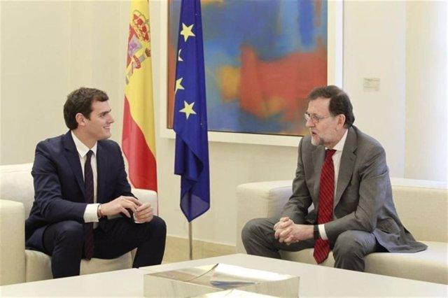 Rivera y Rajoy, antes de reunise.