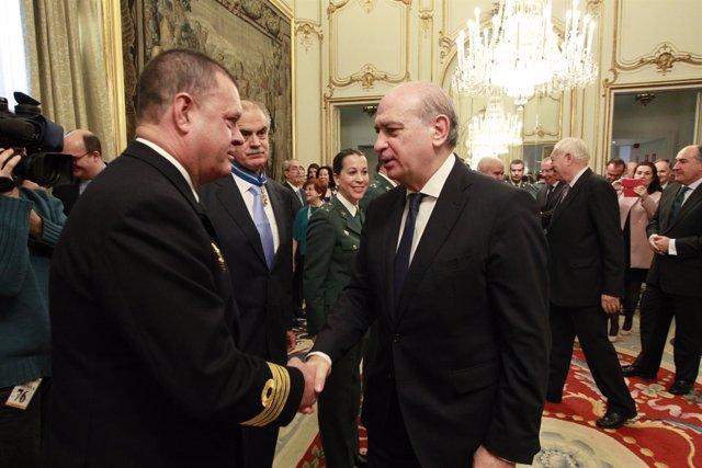 Jorge Fernández Díaz en la entrega de condecoraciones a funcionarios