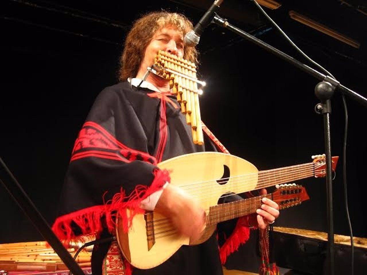 Pablo Nahual durante uno de sus conciertos