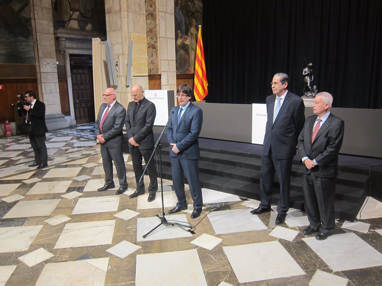 J.Baiget, R.Romeva, C.Puigdemont y el cónsul J.A.Buffa