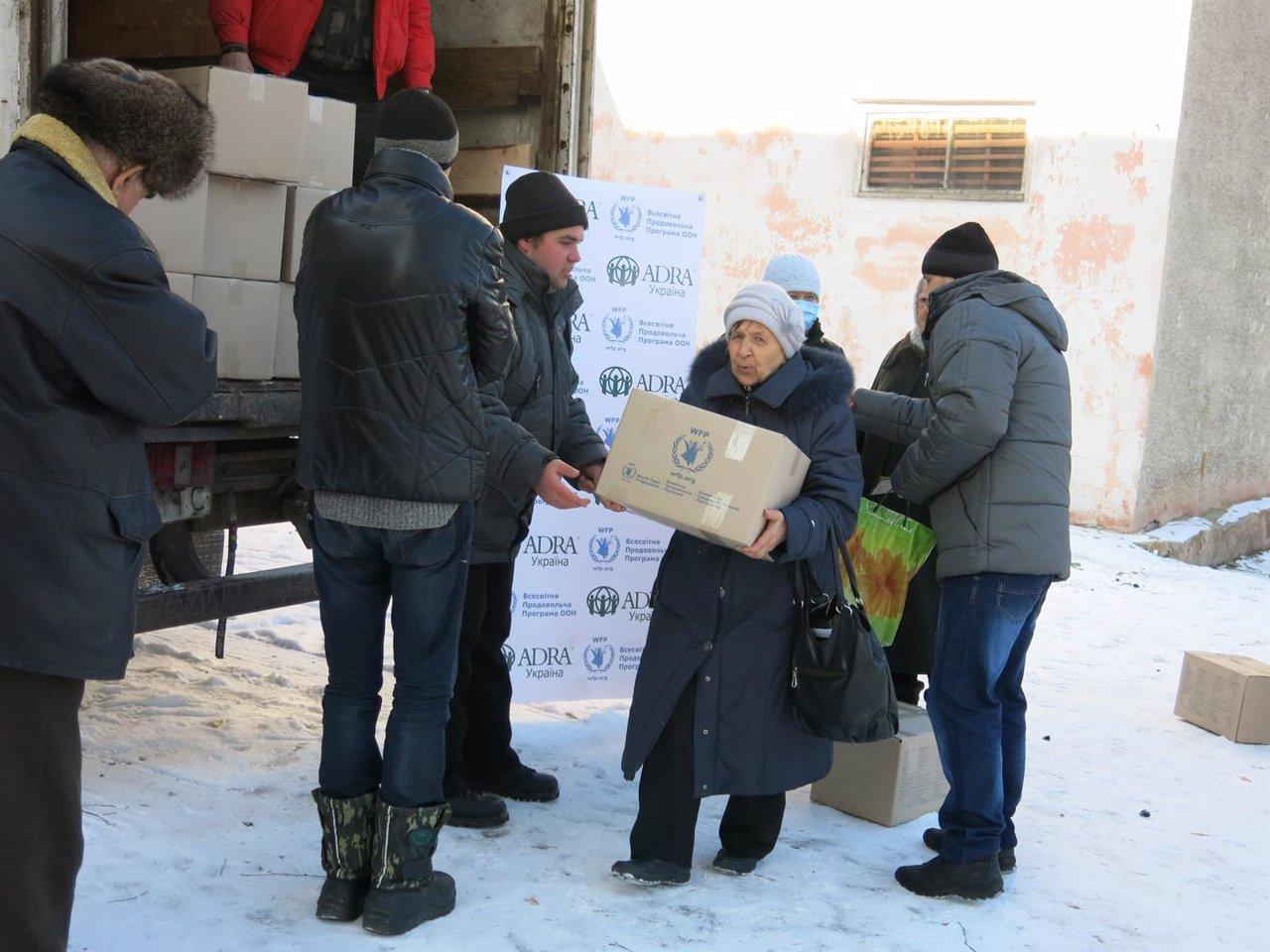 Reparto de ayuda en Mironovskiy, en el este de Ucrania