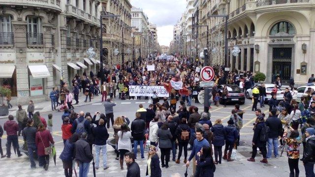 Manifestación-pasacalles por la retirada de cargos a los titiriteros detenidos