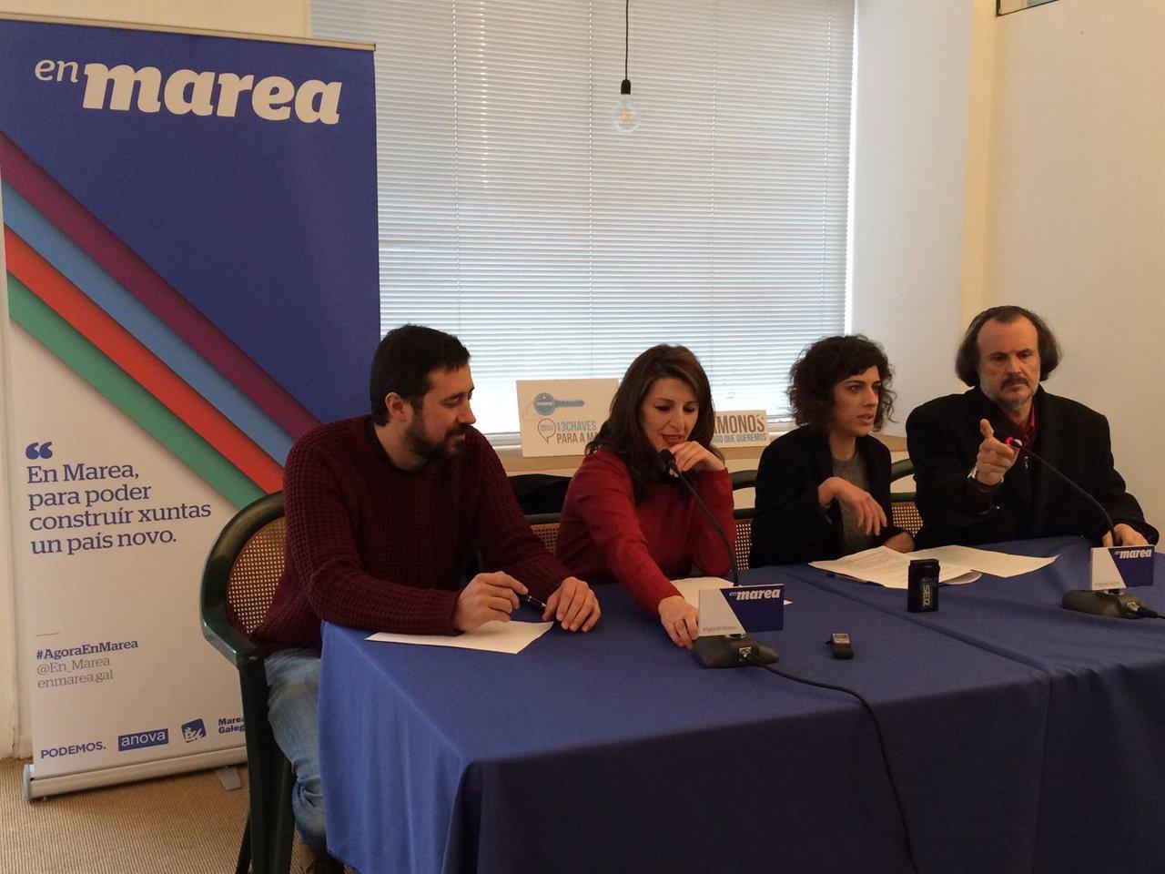 Los diputados de En Marea ofrecen una rueda de prensa en Santiago