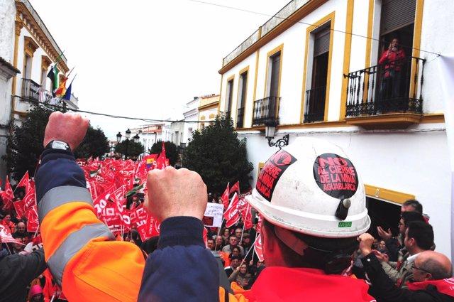 Concentración en Monesterio contra el cierre de la mina de Aguablanca
