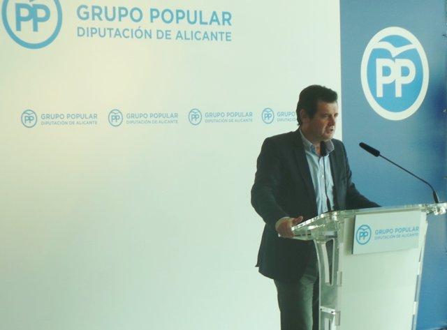 Císcar en un acto organizado por los 'populares' en la Diputación