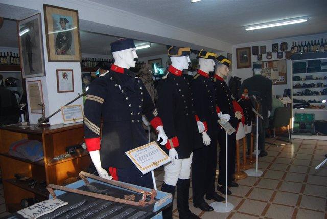 Uniformes antiguos de la Guardia Civil del coleccionista extremeño Raúl Morcillo