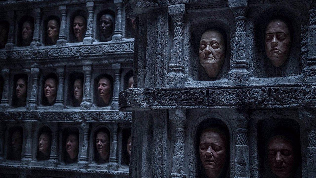 La sala de los rostros en Juego de Tronos