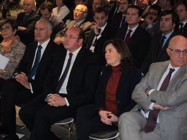 Soraya Sáenz de Santamaría junto al presidente de Murcia