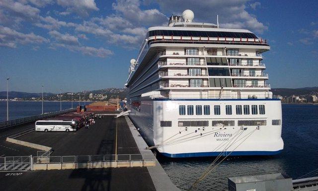 El crucero Riviera en el Puerto de Palamós