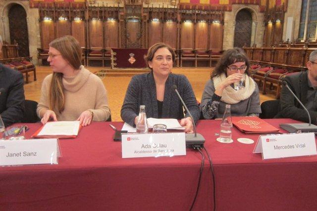 Ada Colau, Janet Sanz y Mercedes Vidal en el Pacto por la Movilidad